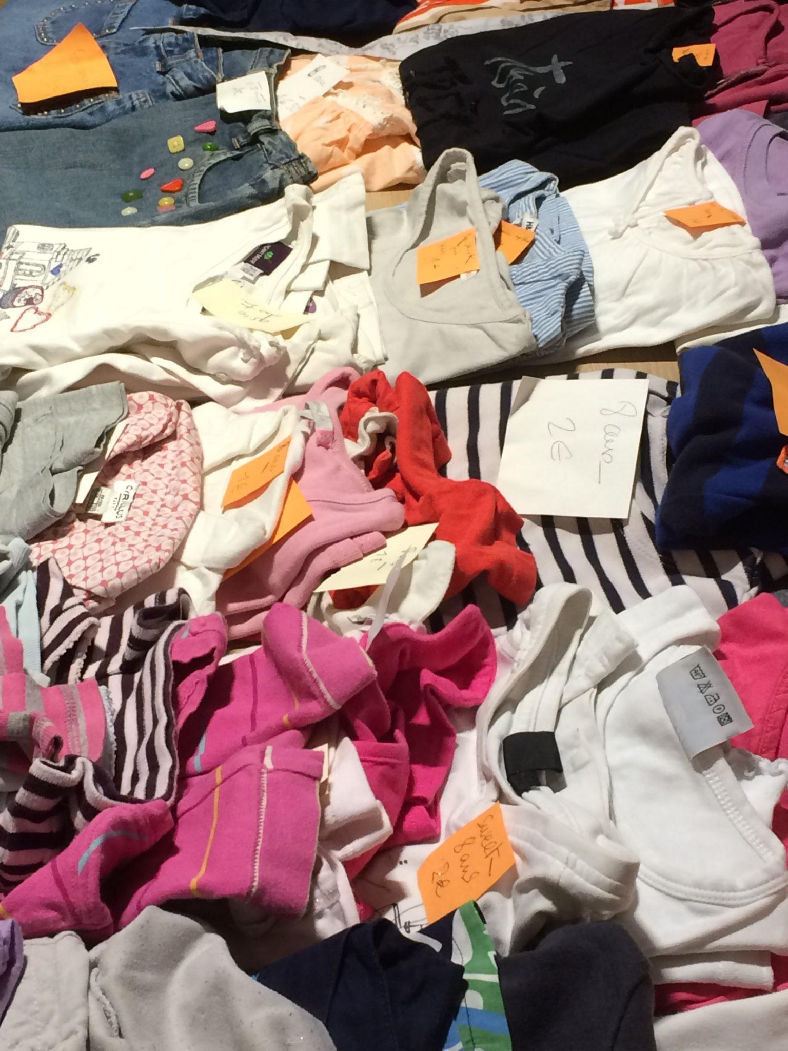 Braderie de vêtements d'enfants